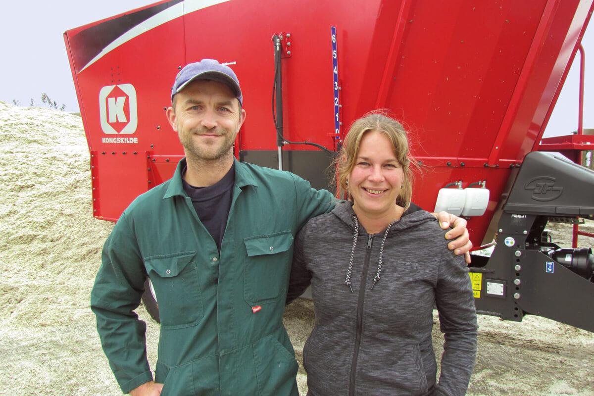 Hindrik Anema en Anja Anema-Visbeek voor Kongskilde voermengwagen